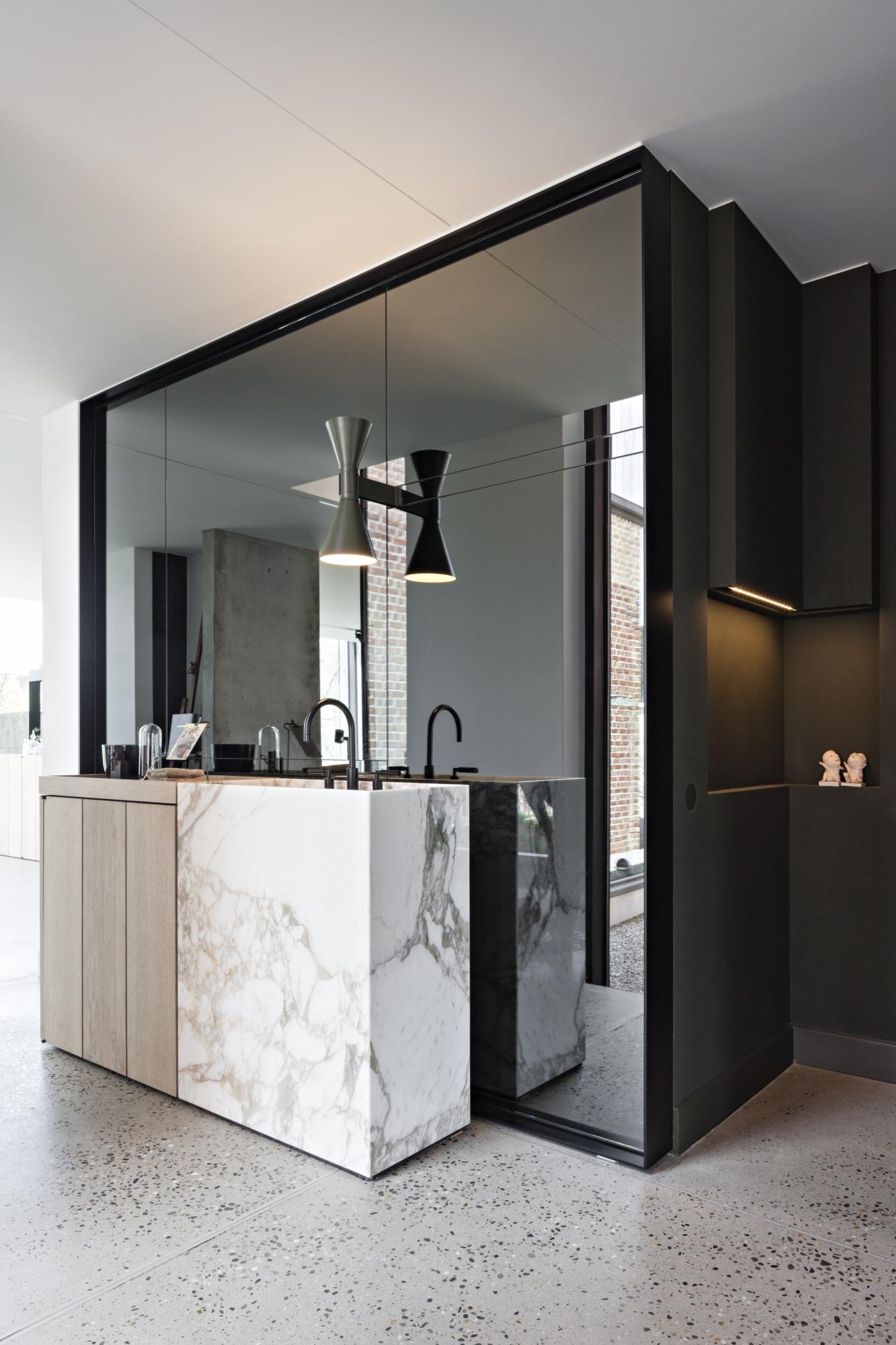 Mirrored Walls: Head to Toe