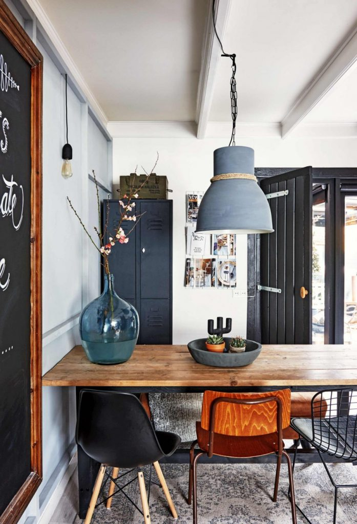 Mixing dining chairs like a pro